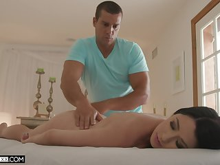 Skinny brunette leaves masseur to go further with his game